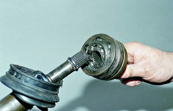 при замене шруса ваз 2109 нужно ли сливать масло с коробки