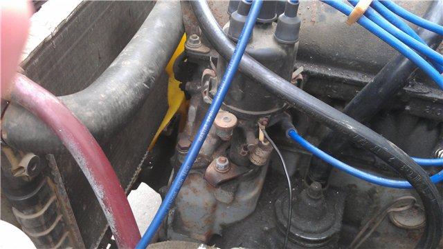 установленный на двигателе распределитель